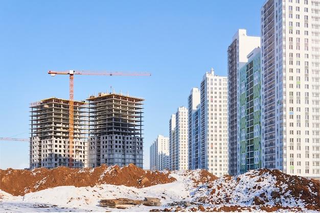 아파트의 다층 블록 단지의 건설 보기
