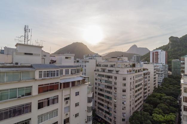 Вид на район копакабана в рио-де-жанейро, бразилия.