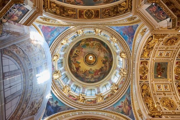 Вид на купол исаакиевского собора изнутри.