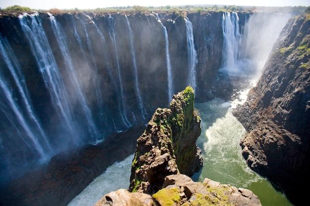 鳥の飛行の高さからの滝の眺めビクトリアの滝