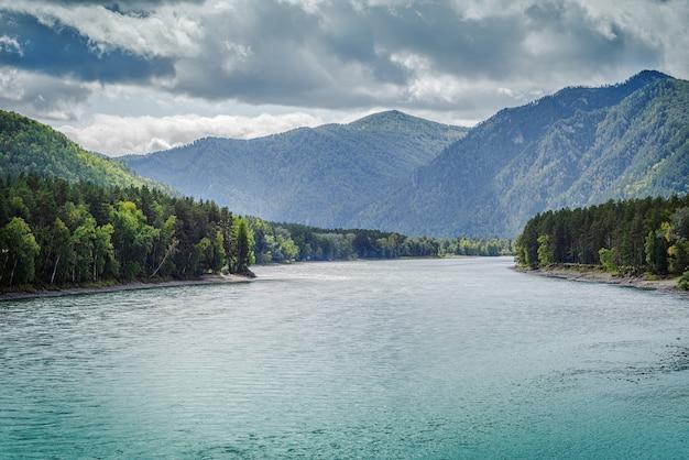Вид на реку катунь со смотровой площадки