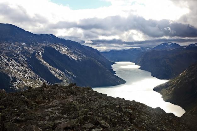 Gjende 호수의 전망. 요툰 헤이 멘 국립 공원. 노르웨이