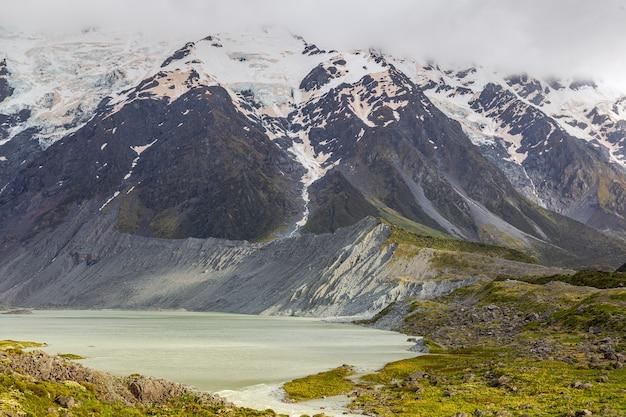 Вид на озеро мюллер новой зеландии