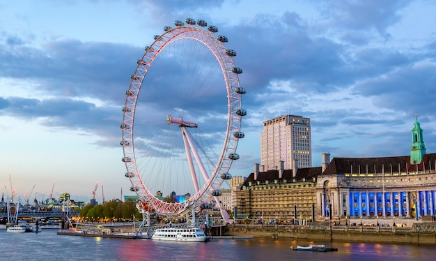 Вид на лондонский глаз, колесо обозрения - англия
