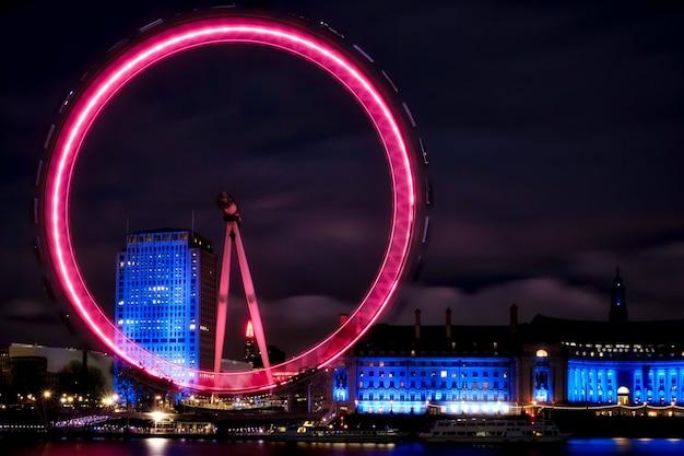 Вид на лондонский глаз ночью