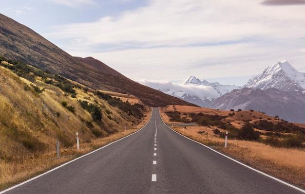ニュージーランドの雄大なアオラキマウントクックの眺め