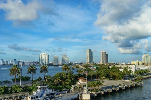 クルーズ客船からのマイアミの眺め。