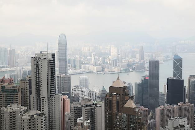 Вид на современный город. гонконг с холма пик виктория