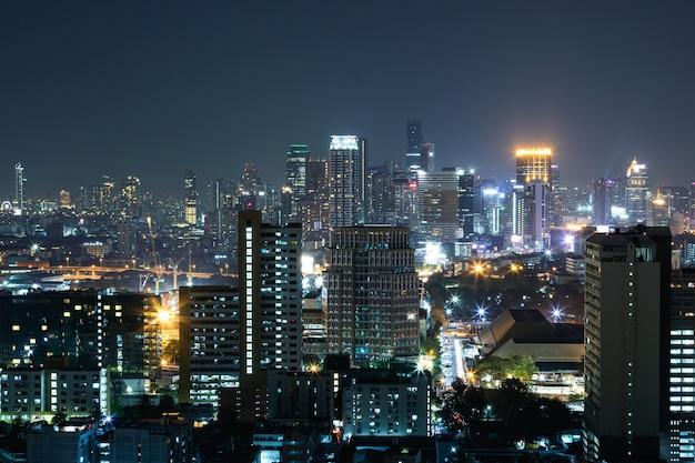Вид на современный ночной город бангкок