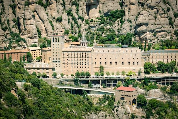 バルセロナ、カタルーニャのモントセラト修道院の眺め。