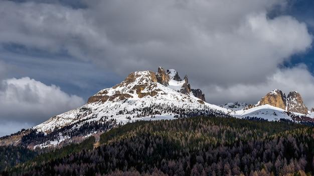 모에나 위 산의 전망