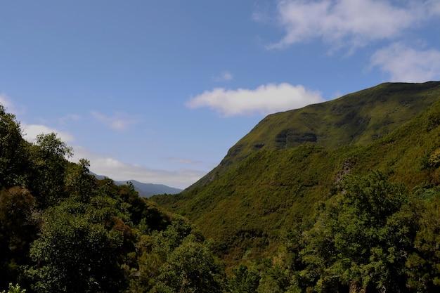 マデイラ島の山と空の眺め