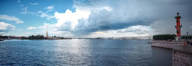 Вид на неву с лодок в санкт-петербурге