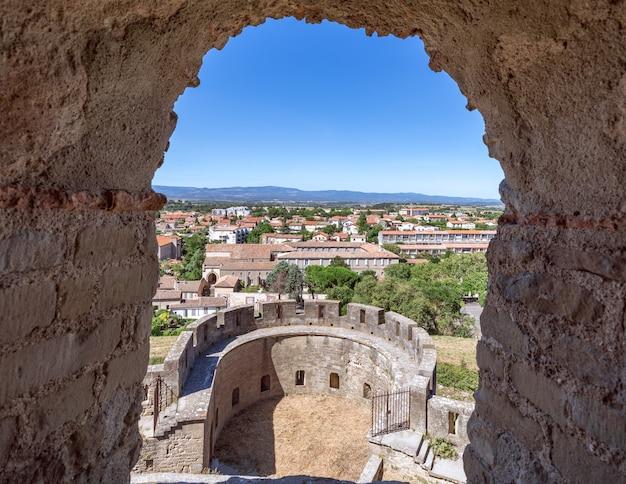 カルカソンヌの町の城壁からの旧市街の眺め