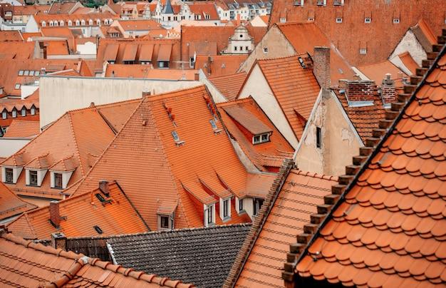 古い都市のタイルの家、ヨーロッパのビュー