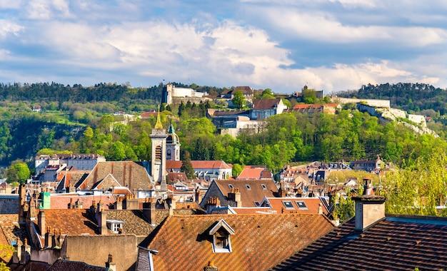 ブザンソンの旧市街の眺め-フランス、ドゥー