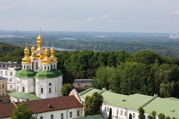 Вид на православный храм киево-печерской лавры