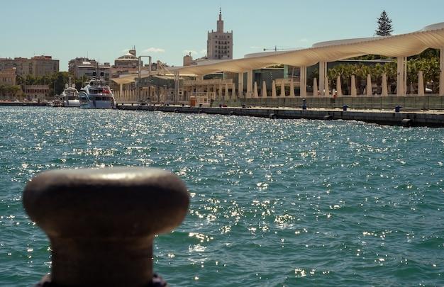 Вид на порт малаги в испании