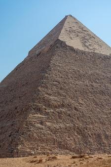 밝고 화창한 날 기자 계곡의 피라미드 전망