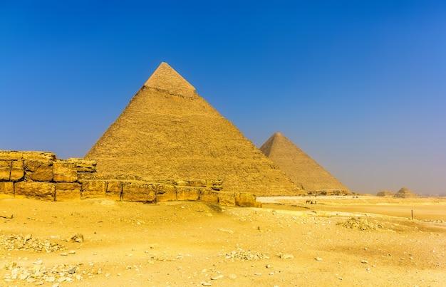 ギザエジプトのカフラーとクフのピラミッドの眺め