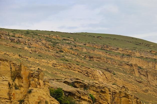 조지아의 바위가 많은 코카서스 산맥의 전망