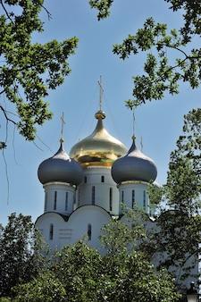 モスクワのノヴォデヴィチ修道院のスモレンスク大聖堂の眺め