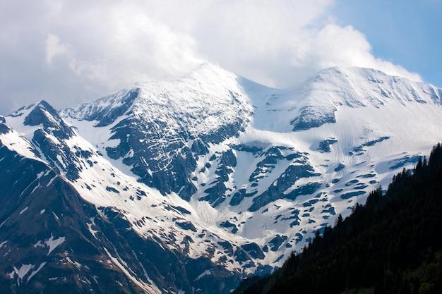 雪に覆われたアルプス、オーストリアの眺め