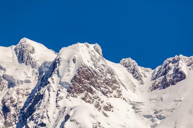 ジョージア州の高山地帯、スヴァネティ山脈の眺め