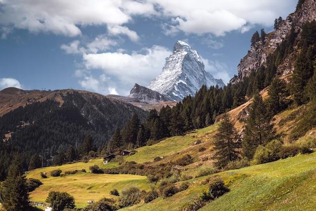 화창한 여름날 체르마트에서 스위스 마테호른 산의 전망