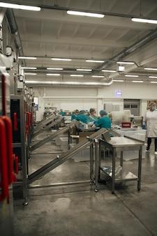 정제 제조 공장의 모습