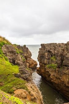 Tasman sea pancake rocks 파파 로아 국립 공원 뉴질랜드 남섬의 전망