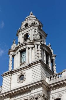 Вид на здание казначейства в лондоне 21 марта 2018 г.