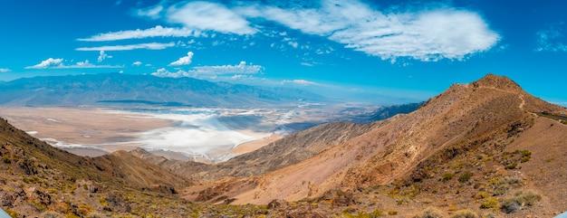 Вид на точку зрения данте в долине смерти, калифорния. соединенные штаты