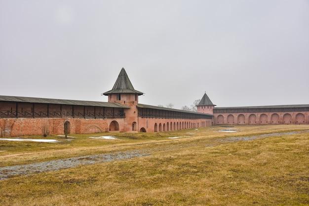 Вид на стены спасо-евфимиева монастыря