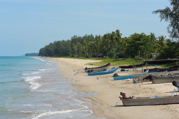白砂のビーチとビーチの眺め