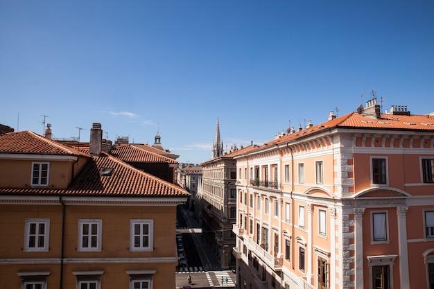Вид на крышу триеста