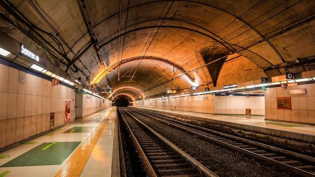 サンレモの地下鉄駅の眺め、イルミネーション。イタリア