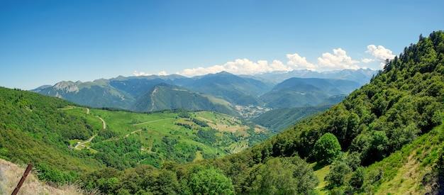 フランスのピレネー山脈のオーレ渓谷の眺め