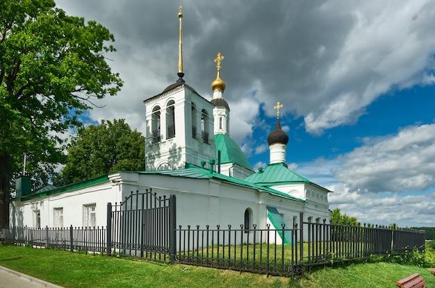 Вид на город владимир, россия. церковь спасителя. золотое кольцо россии.