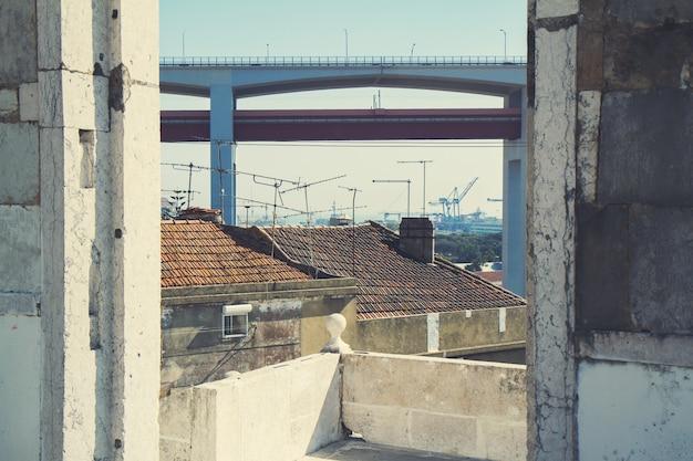 Вид на мост 25 апреля, лиссабон, португалия