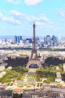 Вид на эйфелеву башню сверху, париж, франция