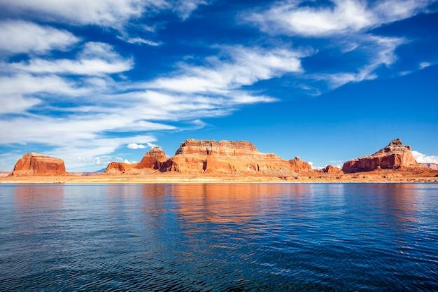 有名なパウエル湖、ページ、米国で表示