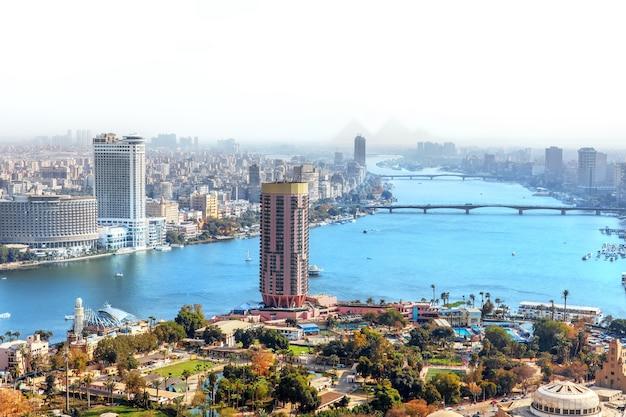 Вид на остров гезира в каире в египте.