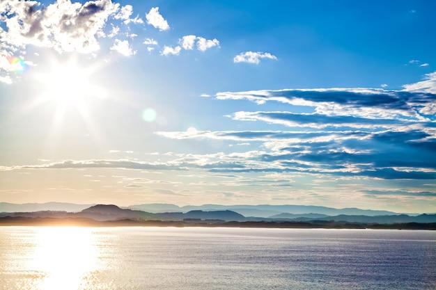山の風景、ノルウェーの海の眺め