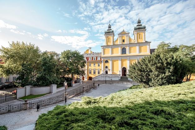 ポーランド、ポズナンのパドヴァの聖アントニオ教会とフランシスコ会修道院の眺め