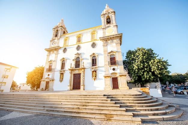 포르투갈 남쪽에 있는 파로 시의 카르모 교회 외관