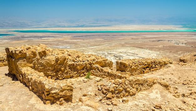 マサダ要塞の遺跡を見る-イスラエル、ジュダイアン砂漠