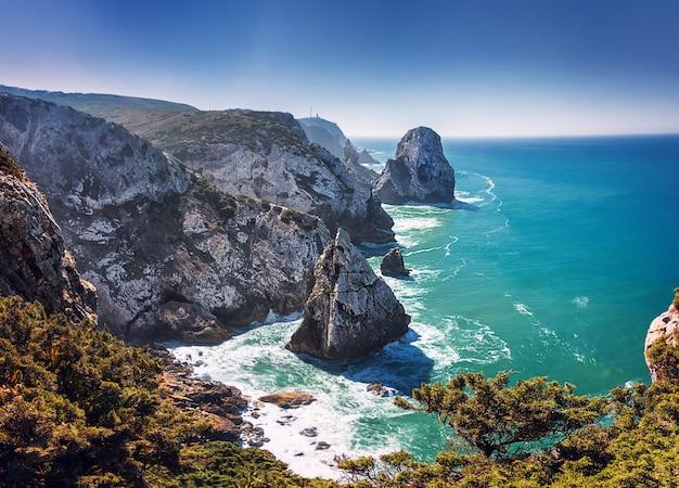 절벽에서 ursa 해변과 카보 다 roca에 볼. 대서양. 리스 보아. 포르투갈. 유로파