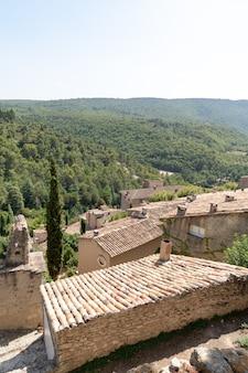 村の屋根の景色
