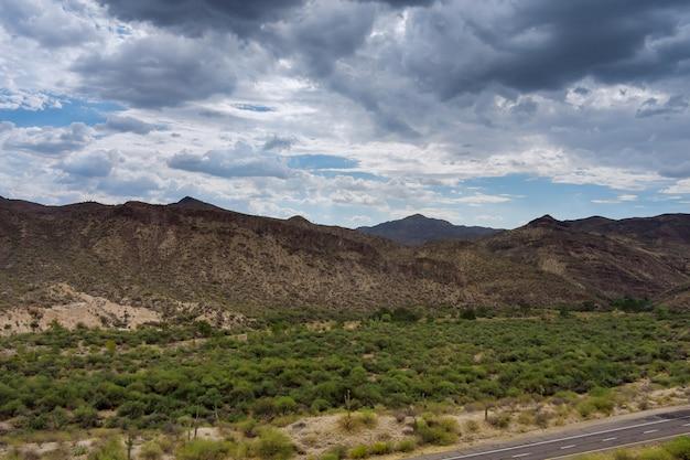 미국 북부 뉴멕시코의 협곡 산 바위 지역의 탁 트인 전망
